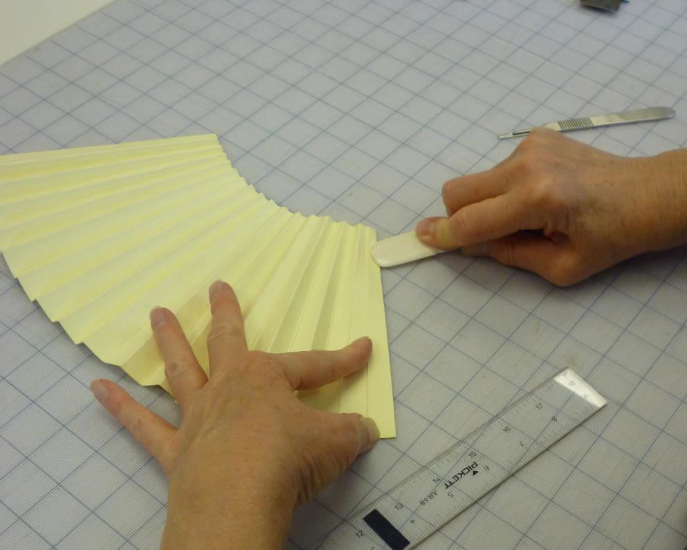 FIGURE 5. Folding pleats of the panel