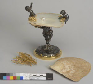 Fig. 1. Mounted oyster shell, Walters Art Museum #57.1015